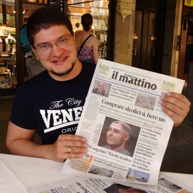 Em Pádua, Itália, no dia seguinte a apresentação da face de Santo Antônio com o principal jornal da cidade
